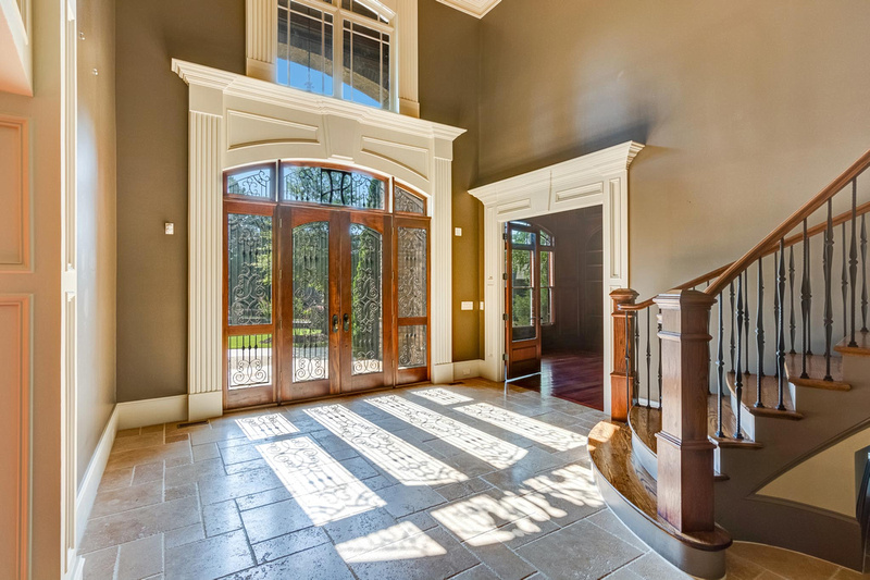 2-real_estate_photographer_foyer_photography-1